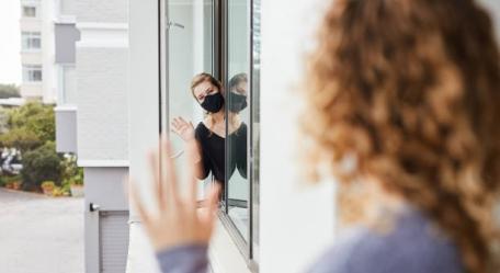 Ingrid Farias concede entrevista ao programa Jota Ferreira Agora sobre o uso de máscara nas áreas comum do condomínio