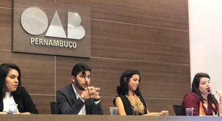 Bruna Mattos palestra no I Fórum Pernambucano de Direito da Tecnologia e Informação