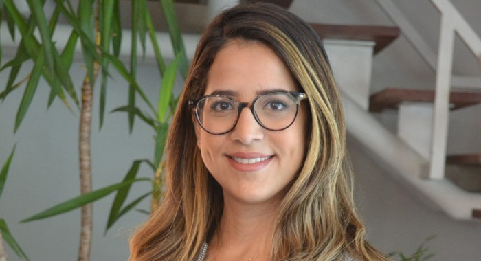 Amanda Ferraz concede entrevista à Rádio Jornal