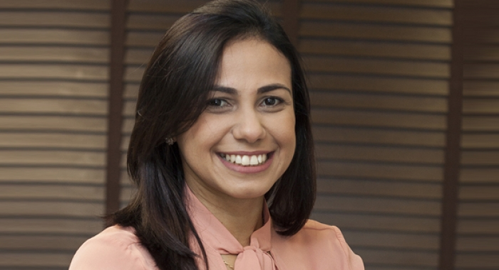 Anna Carolina Cabral concede entrevista ao Diário de Pernambuco730x480