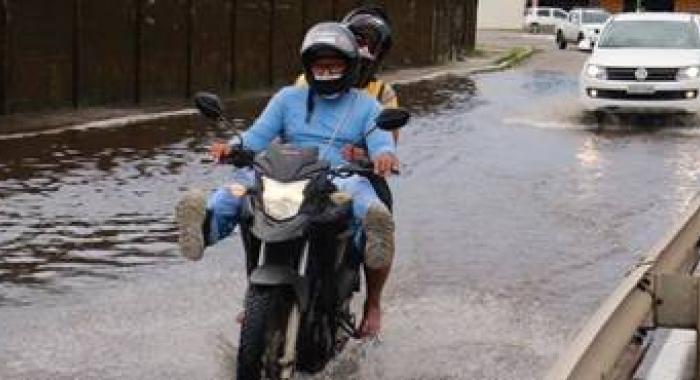 Alexandre Vieira esclarece direitos cíveis em relação aos seguros de automóveis, em entrevista à Folha PE730x480